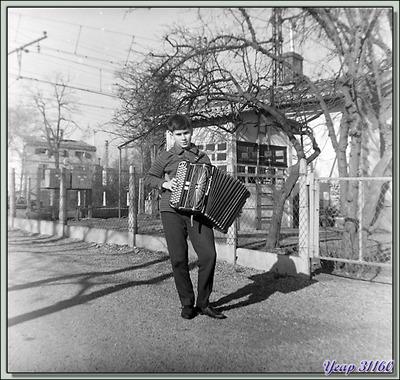 Blog de images-du-pays-des-ours :Images du Pays des Ours (et d'ailleurs ...), La maison où je suis né vue en 1959 - PN 185 - Fenouillet - 31