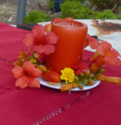 Table orange et rouge