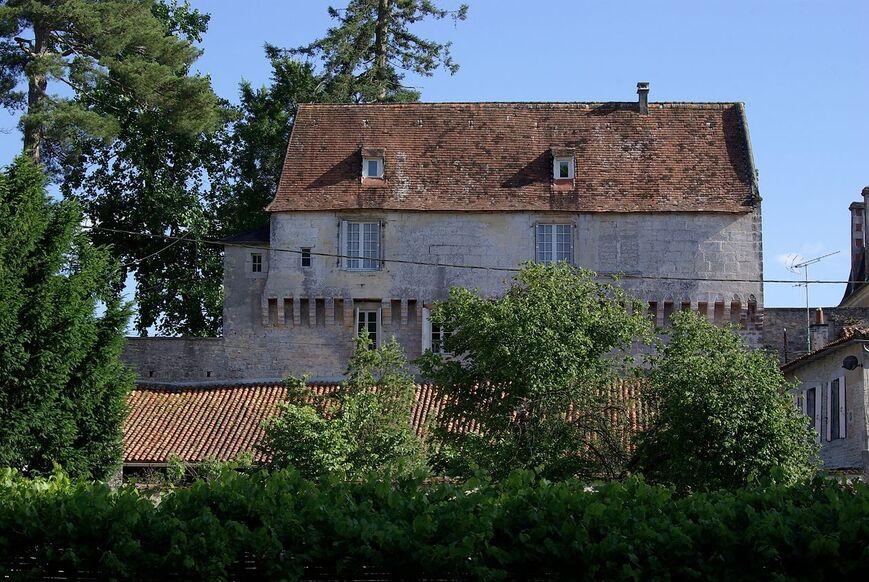 Ruffec 16 Château 2012.jpg
