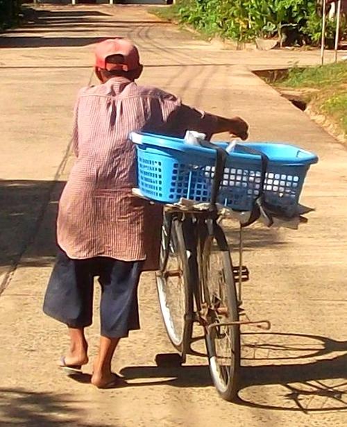 Isan en Thaïlande : Pou Ni Pouy, l'anti olympien...