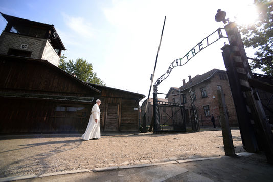 Le pape François lors de son arrivée au camp d'exterminatioin d'Auschwitz, le29juillet.