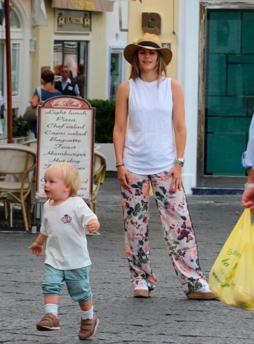 CP et sa famille à Capri