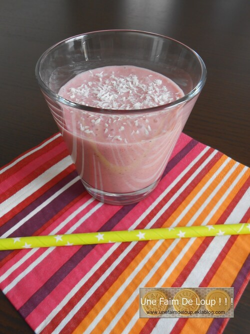 Smoothie aux fraises et crème de coco