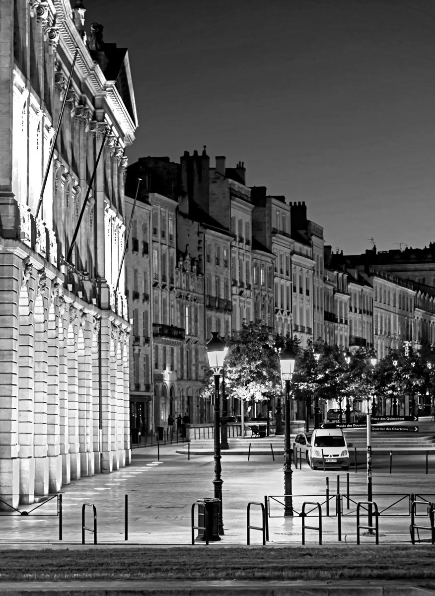 Bordeaux noir et blanc nocturne