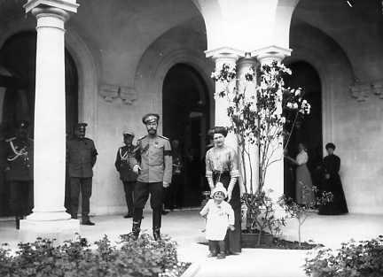 Nicholas II with his sister-in-law the Grand Duchess Eleonore of Hesse and nephew Prince George Donatus at Livadia: 1911.