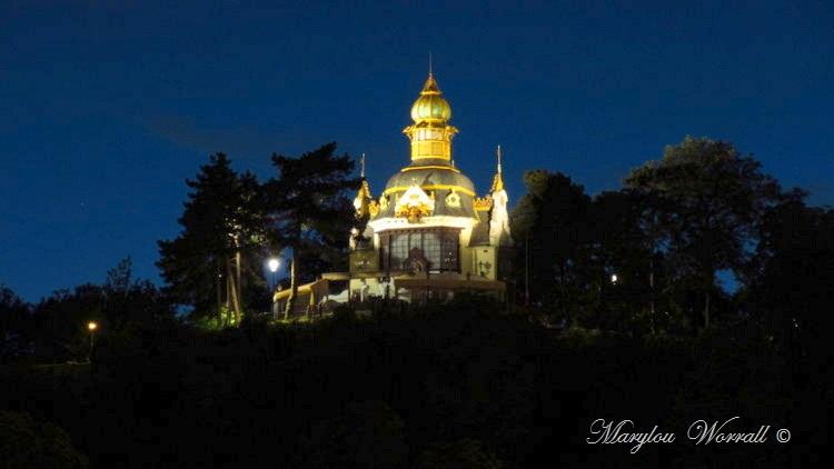 Prague : La nuit sur les rives du fleuve