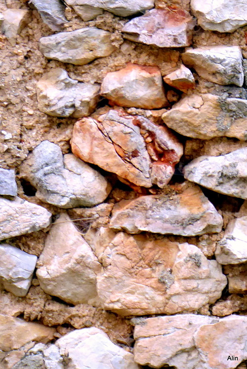 Un beau mur en pierre