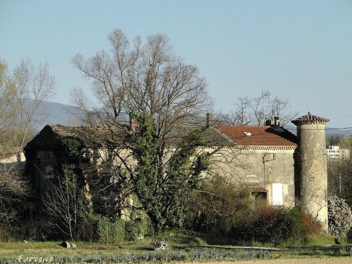 """Telle une """"maison des champs"""" ... que la ruine menace"""