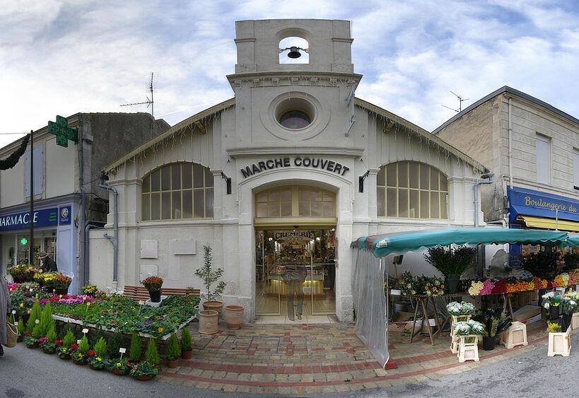 Châtelaillon-Plage Markthalle.JPG