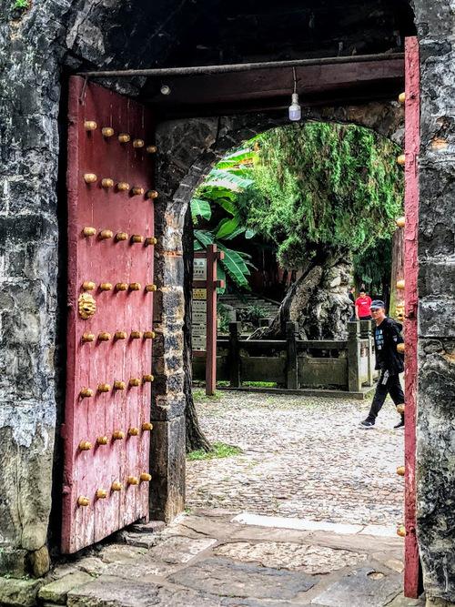 le temple d'or près de Kunming