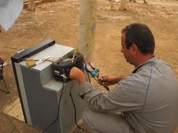 Burkina Ouaga  Réparation du frigo Jeff ne peut pas s'empêcher de toucher