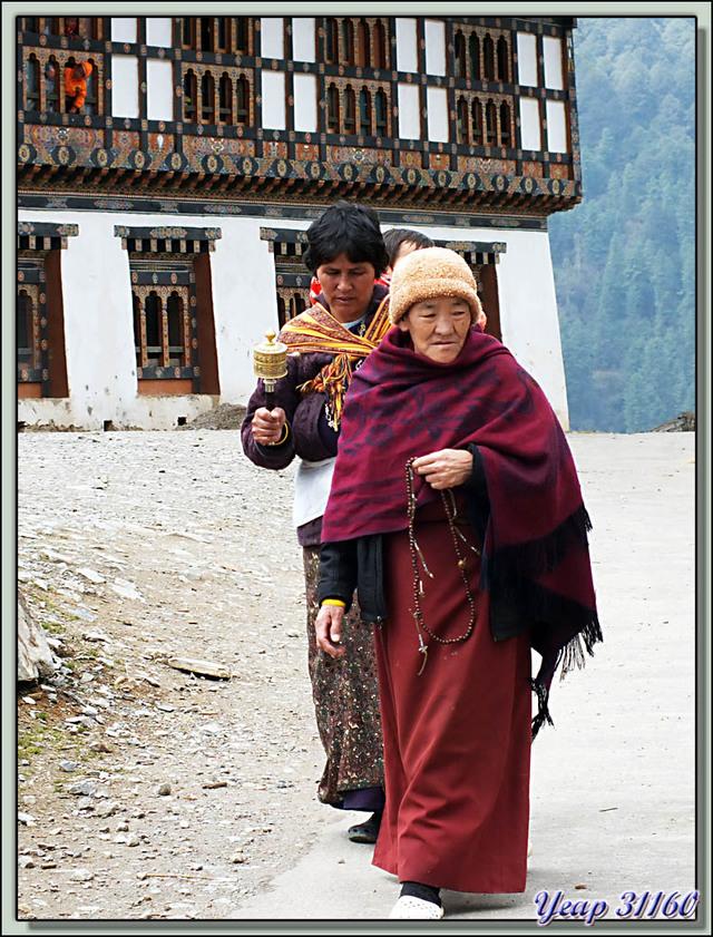 Blog de images-du-pays-des-ours : Images du Pays des Ours (et d'ailleurs ...), Fidèles dans le Gangtey Gompa - Phobjika - Bhoutan