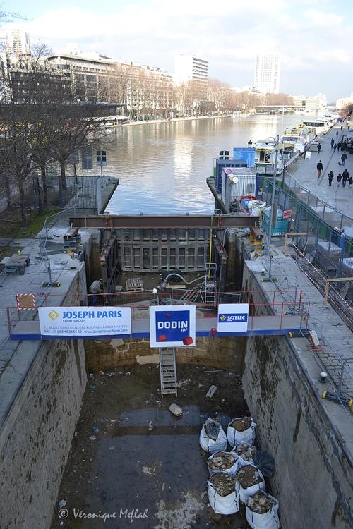 Canal Saint Martin : L'écluse de la place de la Bataille de Stalingrad Paris 19ème