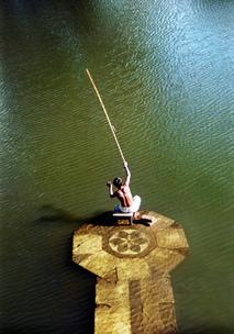 Un club de pêche au bord de la Sèvre (Crédit : Adnan Islam)