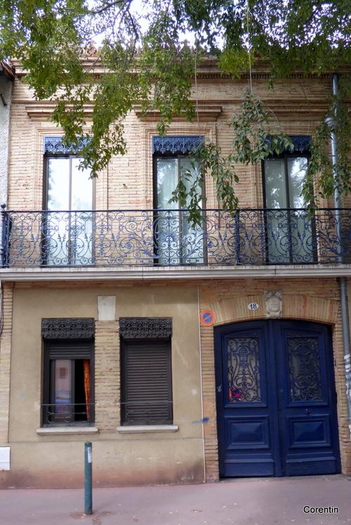 Toulouse : façade de maison ancienne (1)