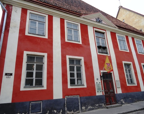 Tallinn en Estonie; autour de l'église Zaint Olaf et de remparts (photos)
