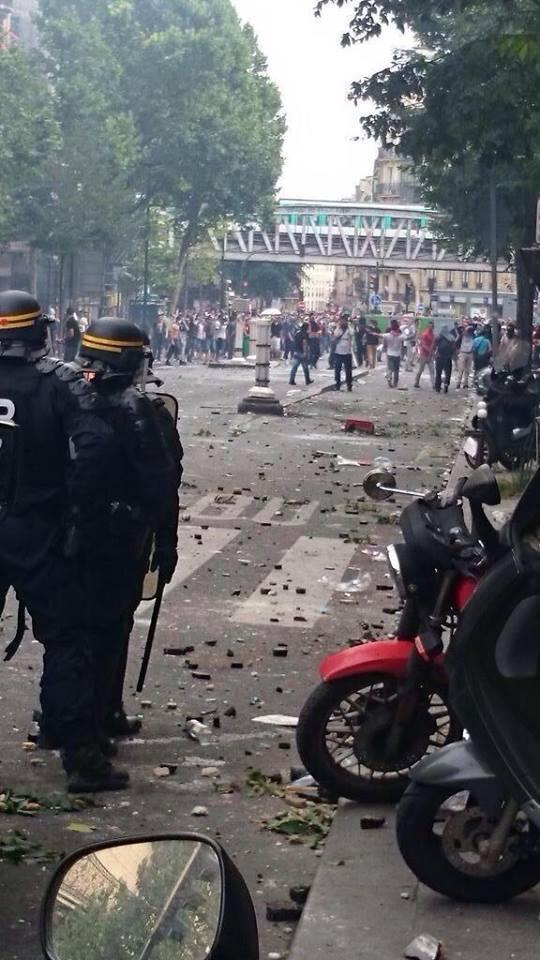 Observatoire de la révolution : émeutes à Barbès et Sarcelles, tram attaqué à Brest