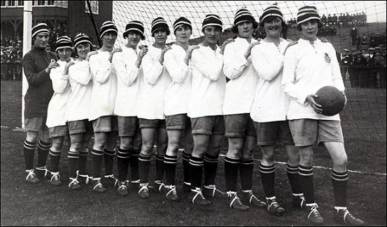 Les Dick, Kerr's Ladies de Manchester-Preston en 1921