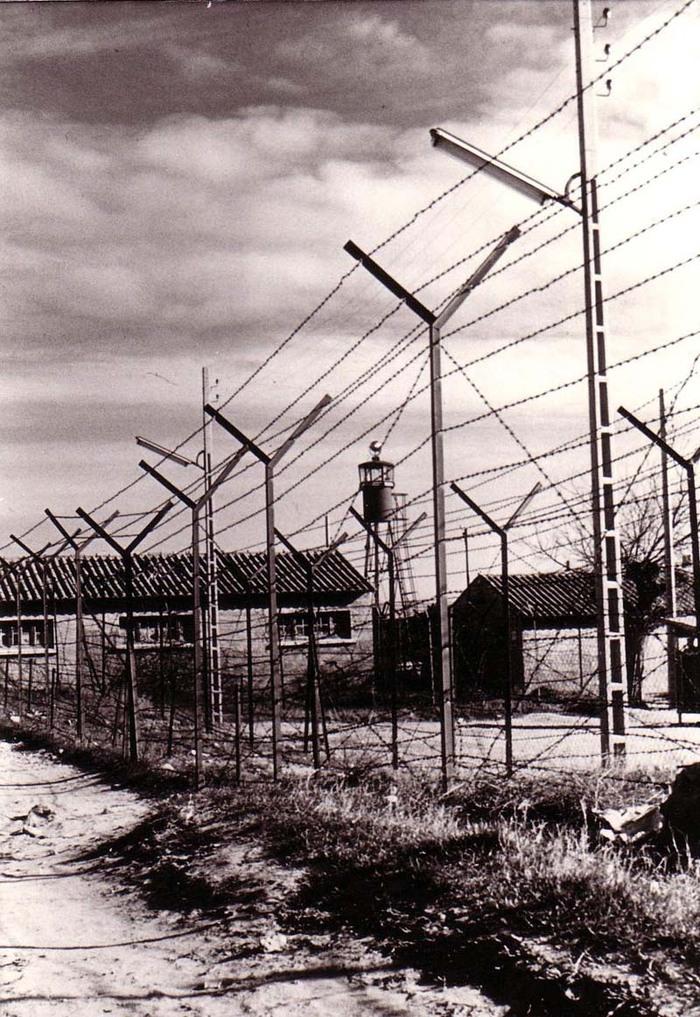 La France a un devoir de réparation envers les anciens harkis !!!   Mais le décret du 31 mars 2003 instituant la journée nationale d'hommage aux karkis est une véritable escroquerie intellectuel