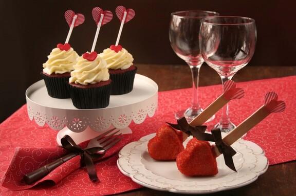 Decora_o_especial_de_cupcakes_e_CakePops_para_o_Dia_dos_Namorados_m