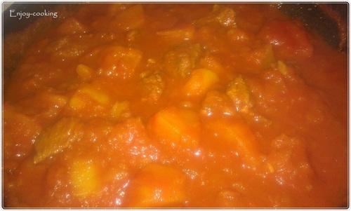 Tajine de veau en sauce rouge