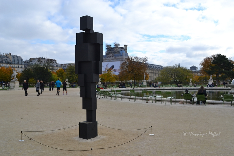 "Jardin Des Tuileries : FIAC 2015 : ""BIG SPIN"" et ""BIG LOOK"" de Antony Gormley"