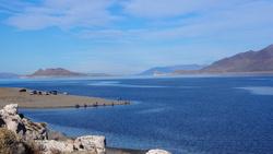 A droite la pyramide d'où le lac tient son nom