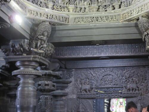 Belur, le temple CHennakeshava (suite) : l'intérieur