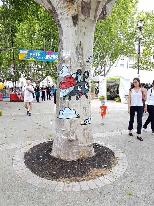 atelier street-art lors de la fête de la jeunesse de Tarascon (13) Réalisation d'oeuvres sur support éphémères. Mai 2018