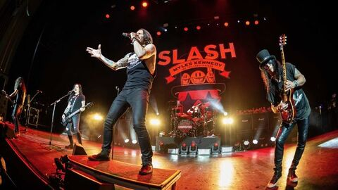 """SLASH featuring MYLES KENNEDY AND THE CONSPIRATORS - """"Shadow Life"""" Clip Live"""