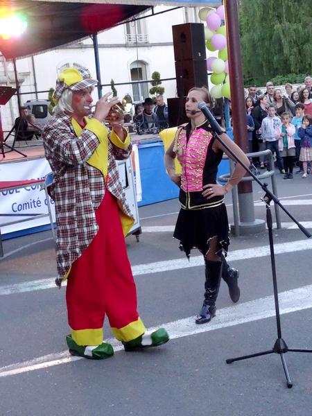 """Le cirque """"Festival de Cannes"""" a animé magnifiquement la soirée des lanternes de l'espoir..."""