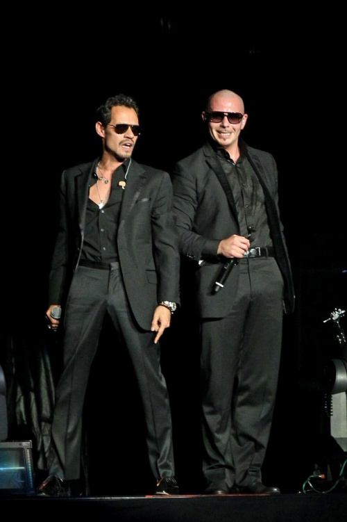 * Pitbull et Marc Anthony.
