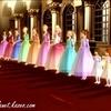 Les douze princesses accueillant poliment la Duchesse Rowena