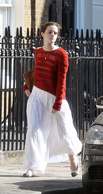 86343_preppie_emma_watson_at_a_business_lunch_in_london_31_122_458lo