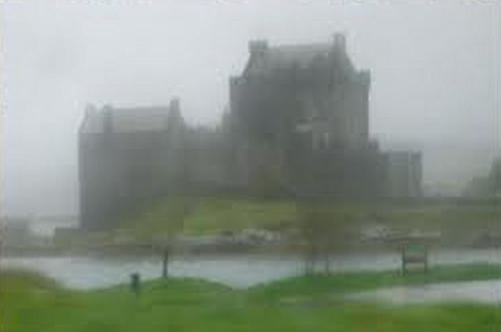 château écossais dans la brume