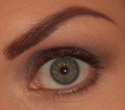 Makeup 1: Soutenu avec un touche de rouge