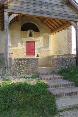 Devant de la chapelle Ste Anne d'Aillant (89)