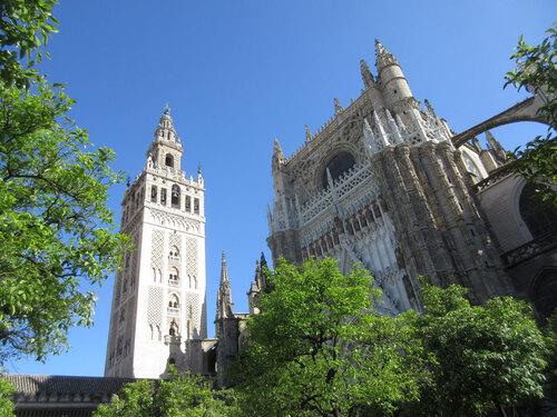 Tour Giraldi et cathédrale