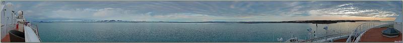 Vue panoramique sur Devon Island à gauche et Philpots Island à droite - Nunavut - Canada