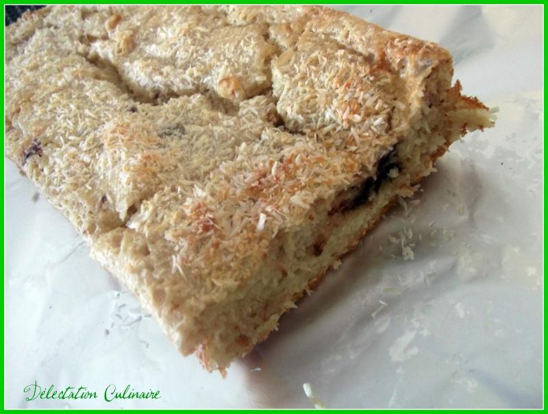 Gâteau au yaourt noix de coco et pépites d'amandes au chocolat