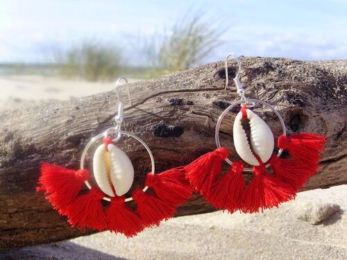 Boucles d'oreilles de l'été avec des cauris et pompons