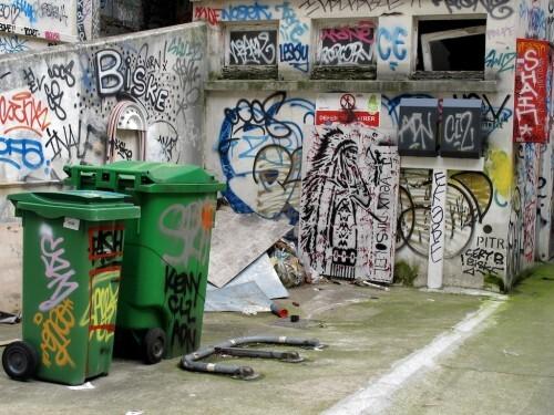 Street-art Ménilmontant Indien poubelle