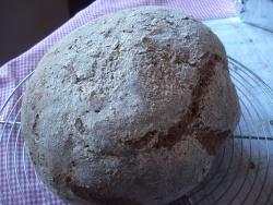 pain au malt grillé et aux noix