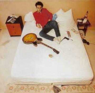 Damien au lit....