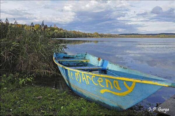 Le lac de Marcenay au lever du jour, par Jean-Pierre Gurga....