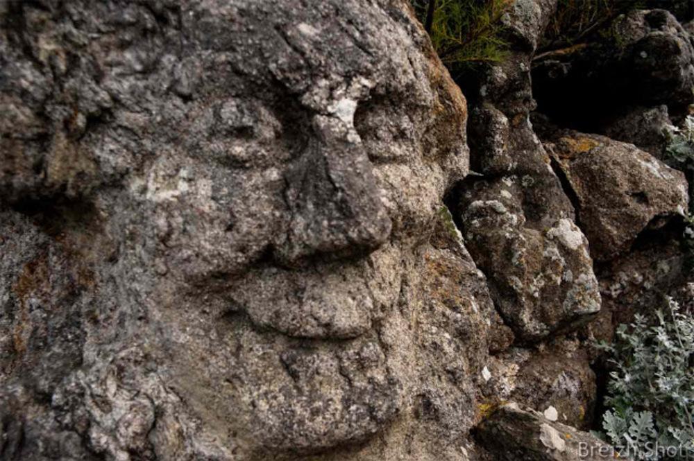 abbe fourre rotheneuf : bas relief de visage
