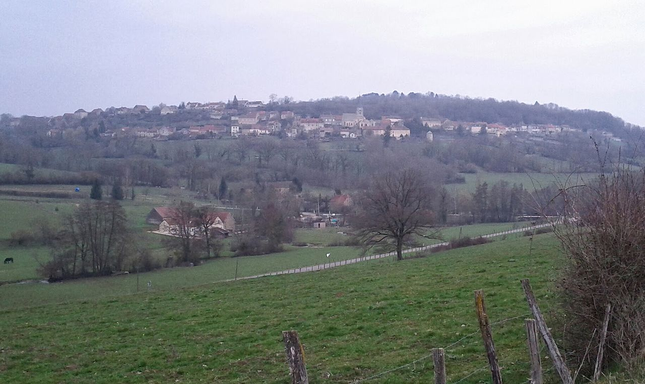 Le village haut-perché de Bussy-le-Grand - panoramio.jpg