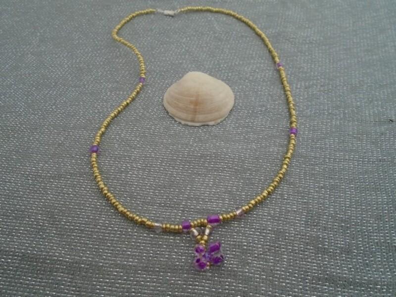 collier petites perles dorées