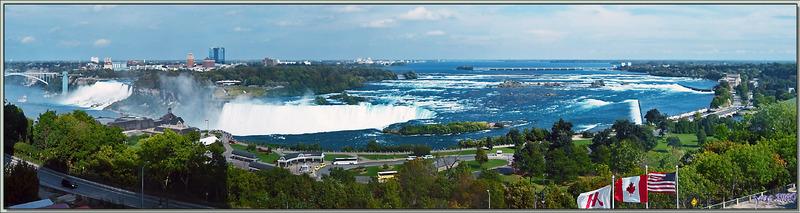 Panorama vu de notre chambre d'hôtel - Niagara Falls - Ontario - Canada