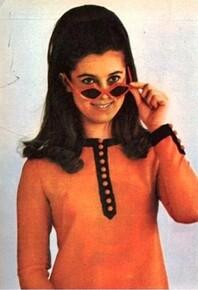 1967 : la robe orange à parements marrons !